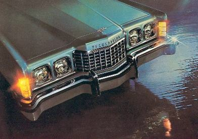 1973 Ford Thunderbird front view (featuring Glamour Paint Option Group in Silver Blue Fire)