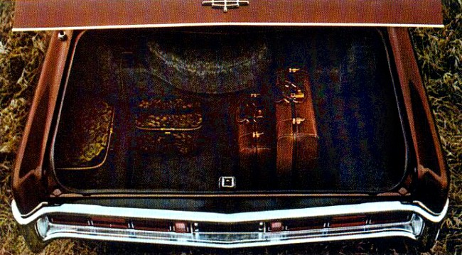 1970 Lincoln Continental Standard Equipment